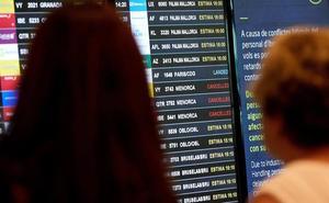 Vueling cancela 112 vuelos este fin de semana en El Prat por la huelga de Iberia
