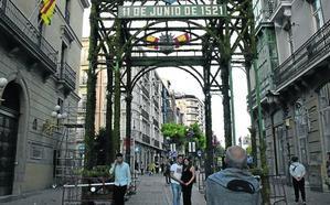 Reclama 5.000 euros por el impacto de una bola de boj del Arco de San Bernabé