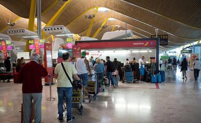 Pocas colas y ningún incidente destacado en las huelgas en Renfe y los aeropuertos