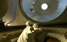 Herida una niña al desprenderse unos cascotes de una de las cúpulas de La Redonda