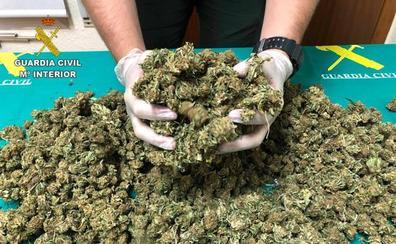 Detenido en Lardero un conductor que transportaba un kilo de cogollos de marihuana