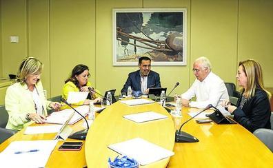 Los grupos parlamentarios negocian un acuerdo para dotar de asesores a los miembros de la Mesa