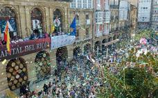 Una repleta Plaza de La Paz es testigo del chupinazo de las fiestas de Haro