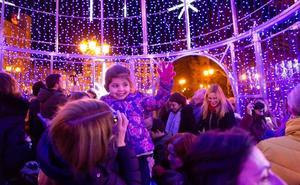 La atracción navideña será este año una bola monumental en El Espolón