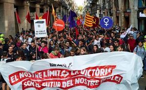 Los independentistas queman fotos del Rey y de varios jueces en Barcelona