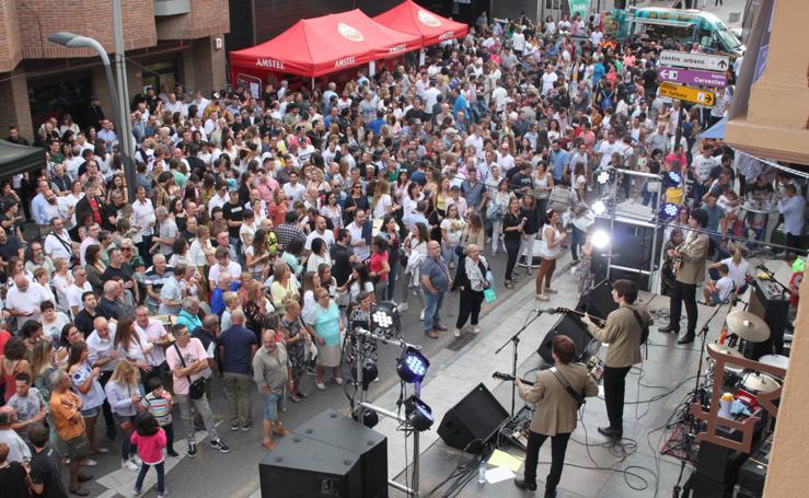 El Fardelej llena las calles de Arnedo de gente y música