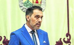 La prensa traslada su malestar al Parlamento regional por sus directrices y amenazas de veto