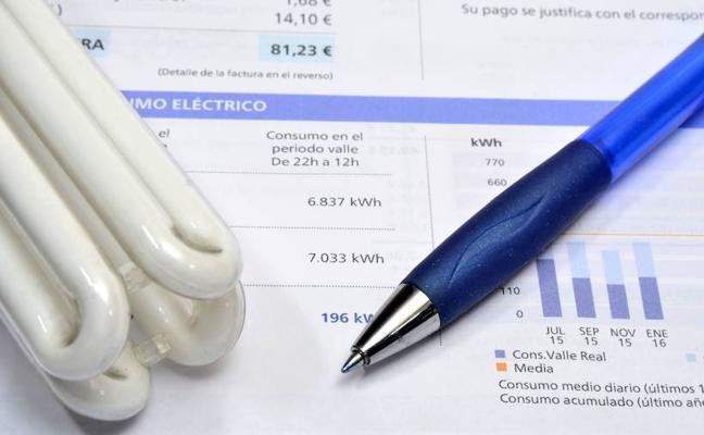 Las eléctricas cargan ahora todas las tasas autonómicas, obligadas por la Justicia