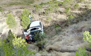 Rescatado un conductor que había caído por un terraplén de diez metros en Alcanadre