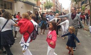 Los concejales bailan los pajaritos