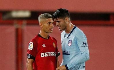 Morata y Salva Sevilla trasladan su bronca del campo a las redes