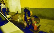 Reventón de una tubería en la calle Belchite de Logroño
