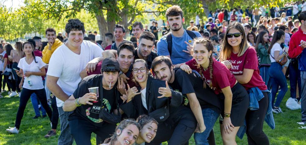 Vídeo: Los universitarios riojanos reciben a sus nuevos compañeros en un ambiente distendido