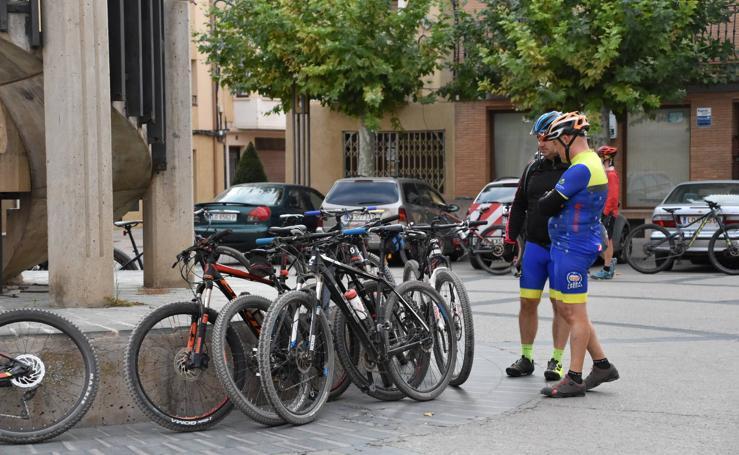 Concentración de clubes y aficionados ciclistas de Aldeanueva de Ebro