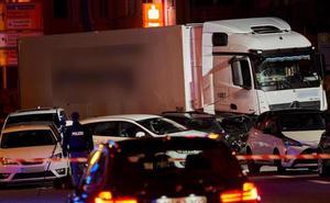 Alemania no descartan el movil terrorista en el accidente de un camión que embistió varios coches