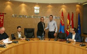 PSOE y Cs sellan el documento de su acuerdo de gobernabilidad para Nájera