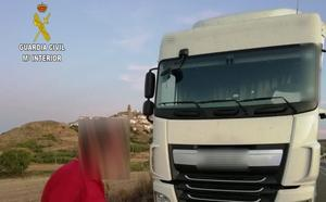 Un camionero con mucha carga