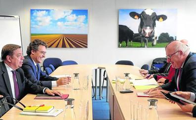 Planas pide en Bruselas medidas extra de promoción del vino ante la presión de EEUU