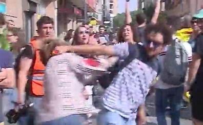 Brutal agresión a una mujer que mostraba una bandera española en Tarragona