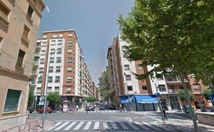 Un vehículo atropella a un bebé en su sillita en Logroño