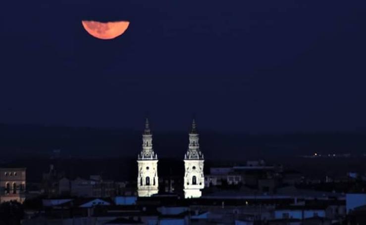 La Luna llena sobre Logroño