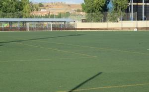 El campo anexo a La Molineta renueva su césped artificial por 300.000 euros