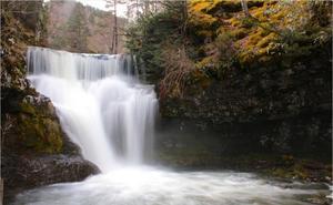 Ruta a las cascadas de Puente Ra desde El Rasillo