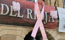 Símbolo solidario en la fachada del Ayuntamiento