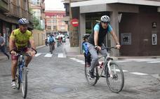 Alfaro instala nuevos 'aparca bicis' para potenciar la movilidad sostenible en la ciudad