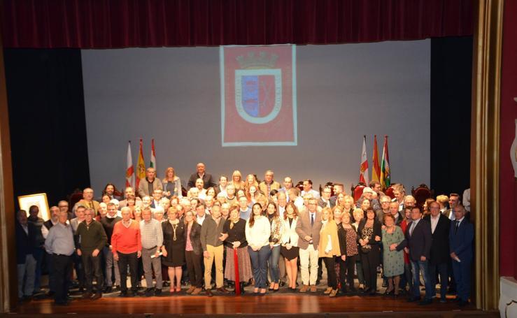 Calahorra homenajea a sus alcaldes y concejales de la democracia