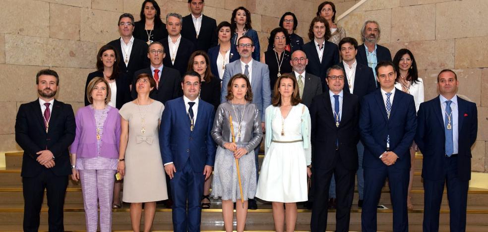Lo que declaran al entrar... y al salir del Ayuntamiento de Logroño