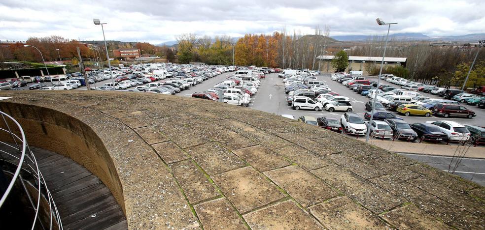 El equipo de Gobierno quiere abrir el debate sobre el futuro del aparcamiento de Valbuena