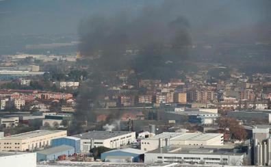 La Generalitat desactiva la alerta por riesgo químico por el incendio en Barcelona