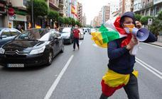 Vox concentra a unos trescientos coches en la protesta por las calles de Logroño