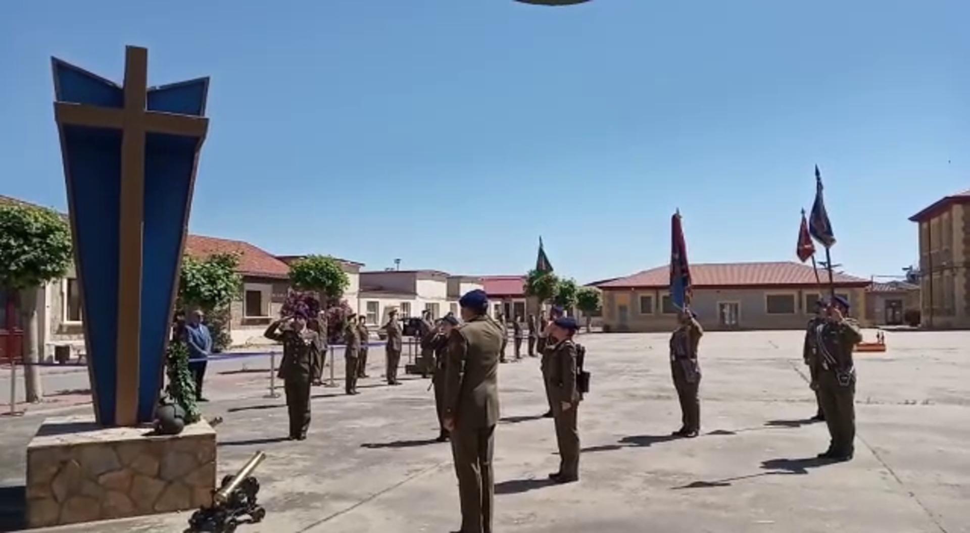 Homenaje militar a los caídos y las víctimas del COVID-19