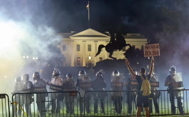 Los disturbios raciales engullen a Trump