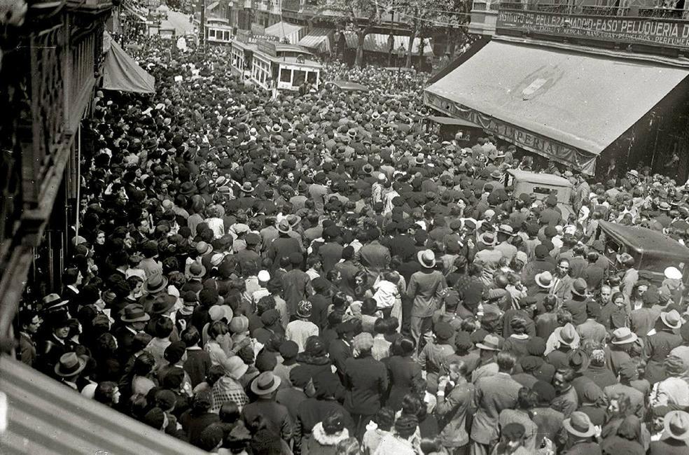 Miles de personas se agolpan en San Sebastián para ver al doctor Fernando Asuero