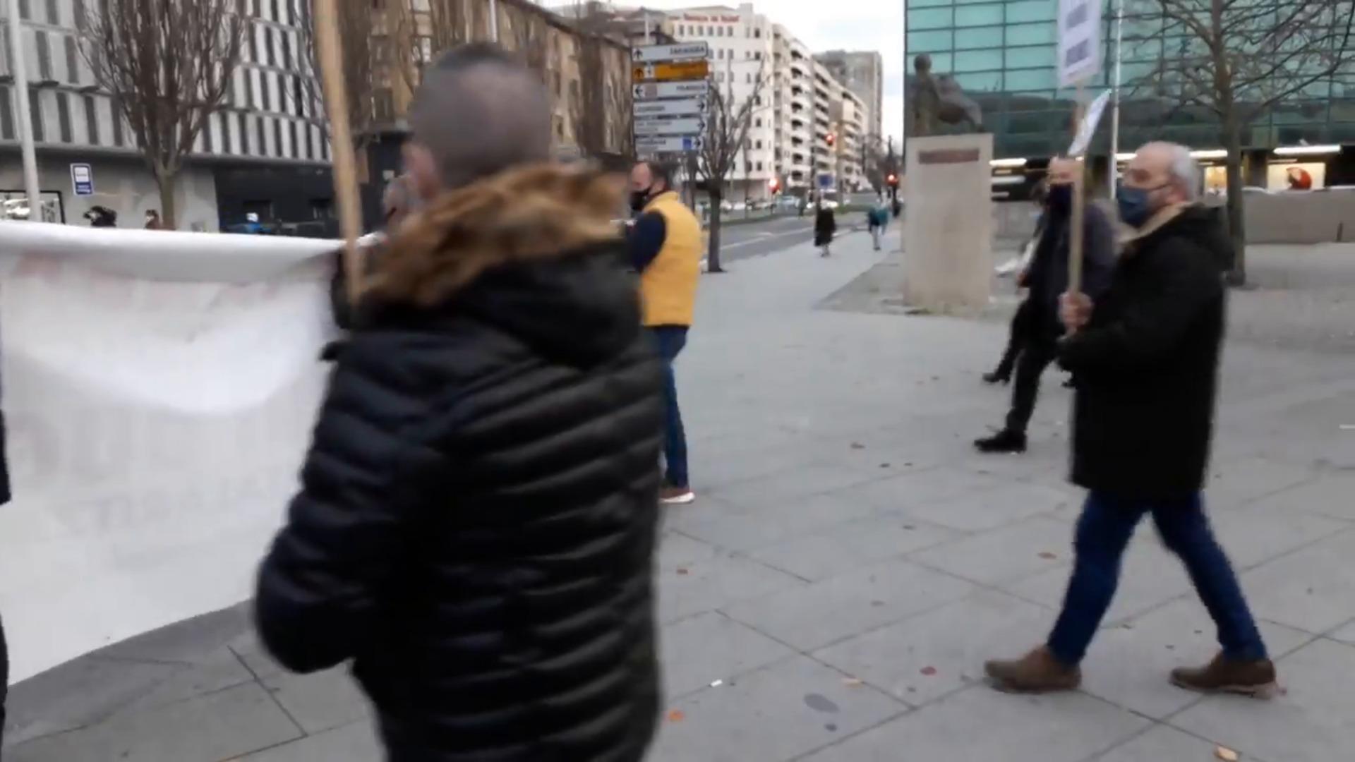 """Manifestación de hosteleros en Pamplona ante la """"catastrófica"""" situación del sector"""
