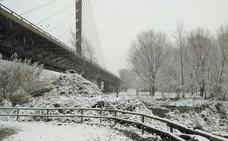 La nieve 'toma' el parque del Iregua