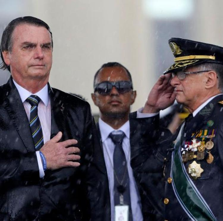 Bolsonaro destituye a la cúpula de las fuerzas armadas brasileñas