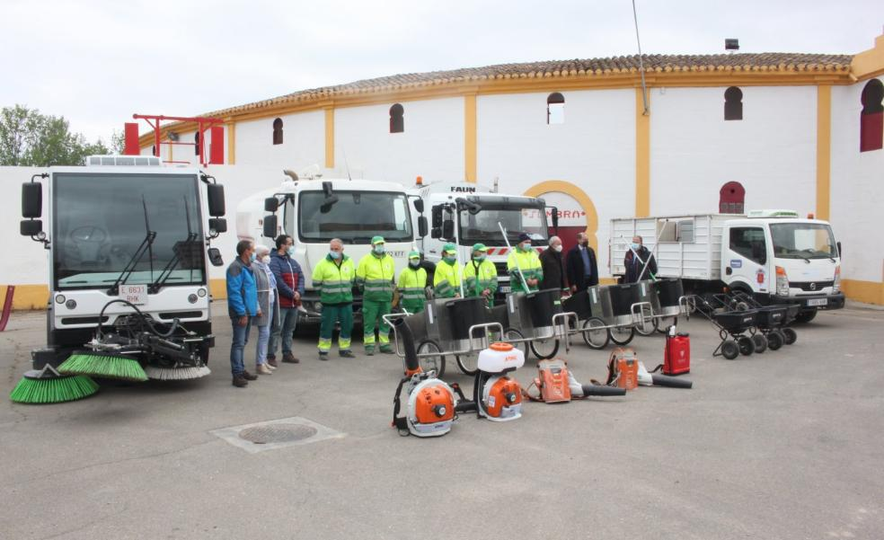 Valoriza incorpora un furgón hidrolimpiador para los excrementos de cigüeña