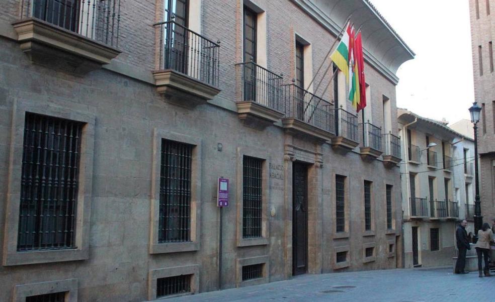 Alfaro prorroga por un año los contratos de varios seguros municipales