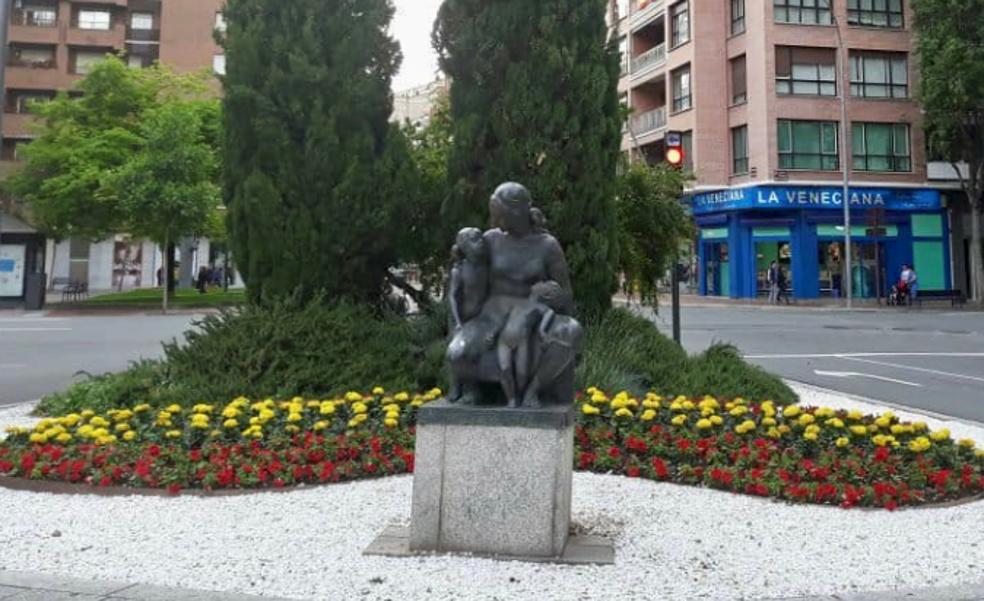 Retirado el Monumento a la Madre para reparar su peana