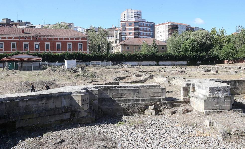 El alcalde de Logroño visita el yacimiento de Valbuena