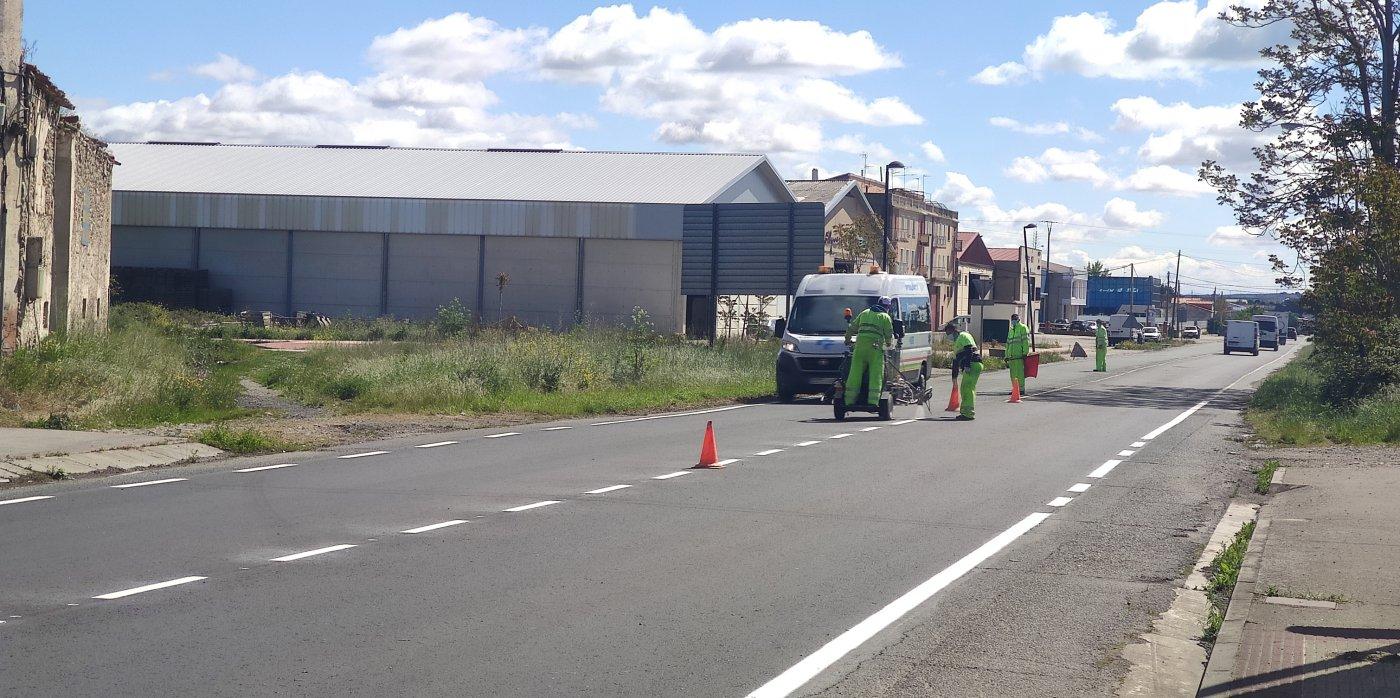 El Ayuntamiento de Santo Domingo acaba con los baches de la carretera de Logroño