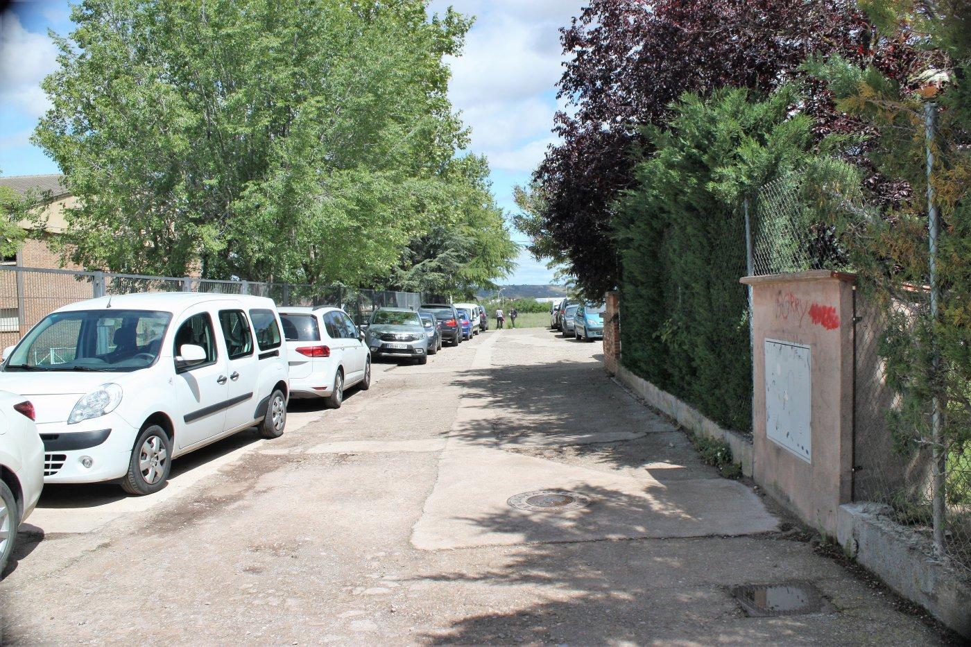 Educación arreglará las aceras exteriores del IES Villegas y el patio deportivo