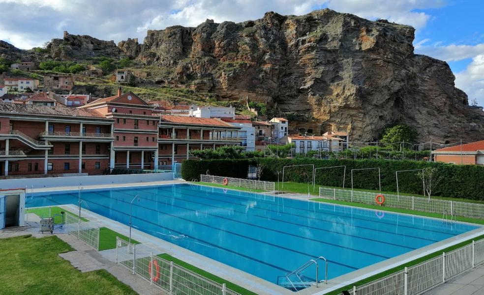 Oferta de puestos de trabajo para las cuatro piscinas municipales de Cervera