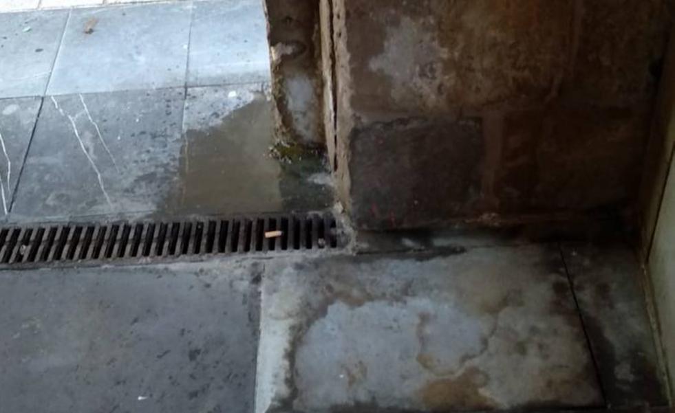 El mal estado en el que se encuentra la calle Herrerías de Logroño