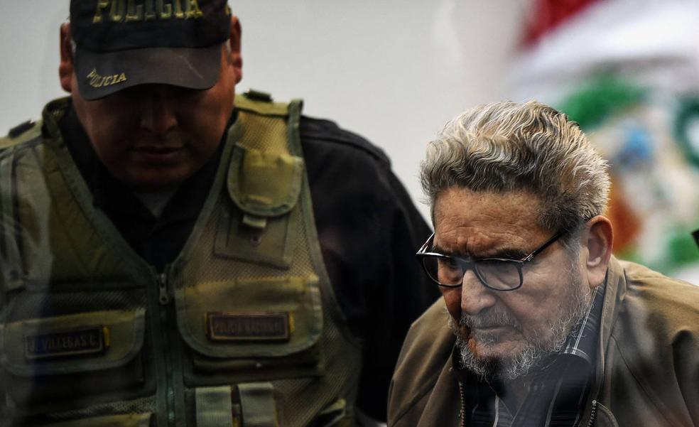 Abimael Guzmán, líder de Sendero Luminoso, muere en prisión