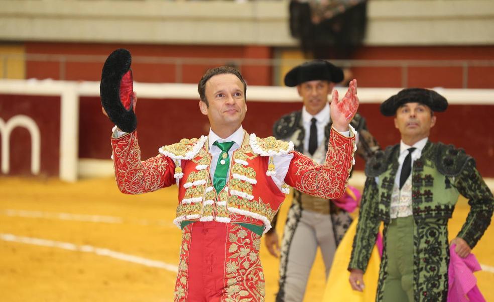 El show de Ferrera cala en La Ribera
